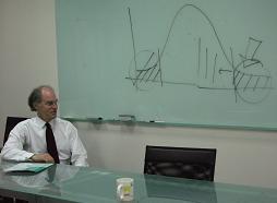 Dr. Wilkinson 表示教師對教學的投入和熱情大致呈常態分佈