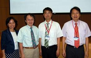 由左而右為:教學發展中心教師組陳毓文組長、教學發展中心莊榮輝主任、李秉乾副校長、蔣丙煌教務長